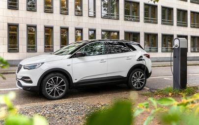 Az új Opel Grandland X konnektoros hibrid már fronthajtással is kapható