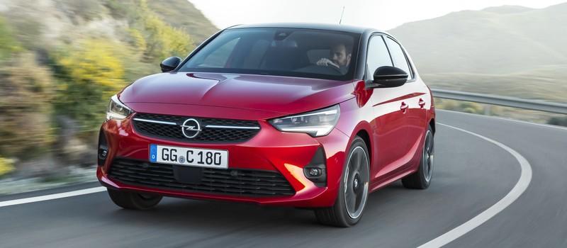 Új Opel Corsa modell piros fényezéssel.