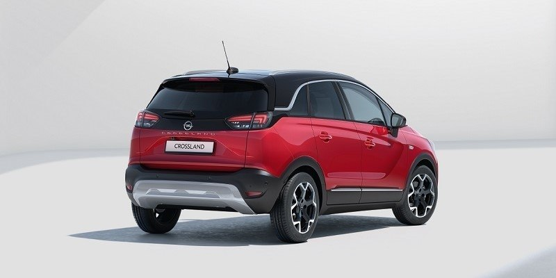 piros Opel Crossland hátulról
