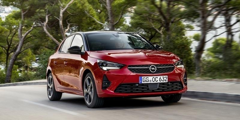 piros Opel Corsa