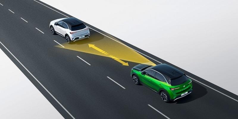 új Opel Mokka-e adaptív sebességtartó