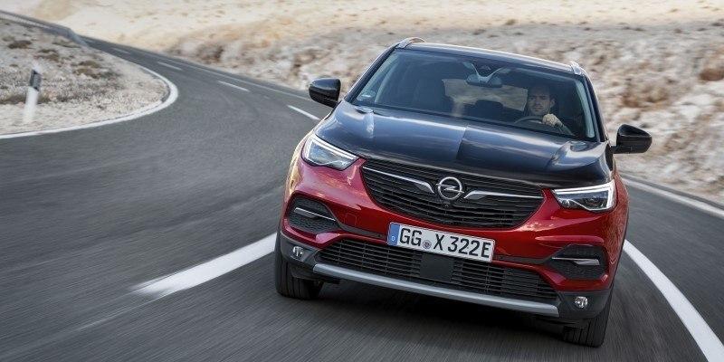 Opel Grandland X Hybrid kanyarban