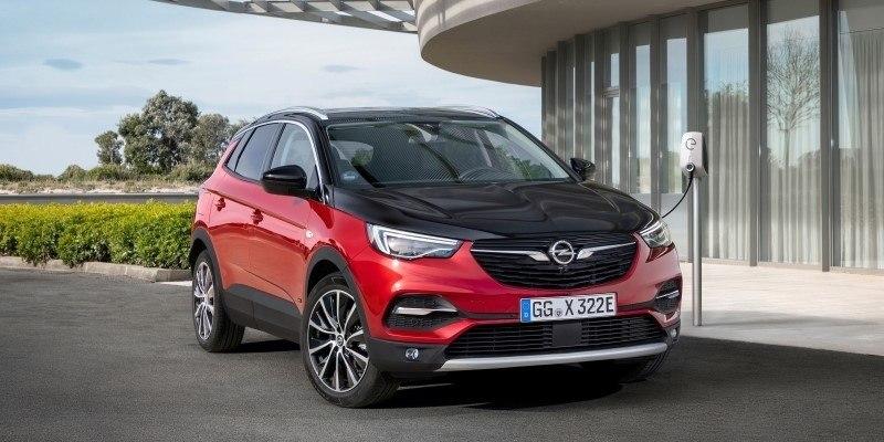 Opel Grandland X Hybrid töltés közben