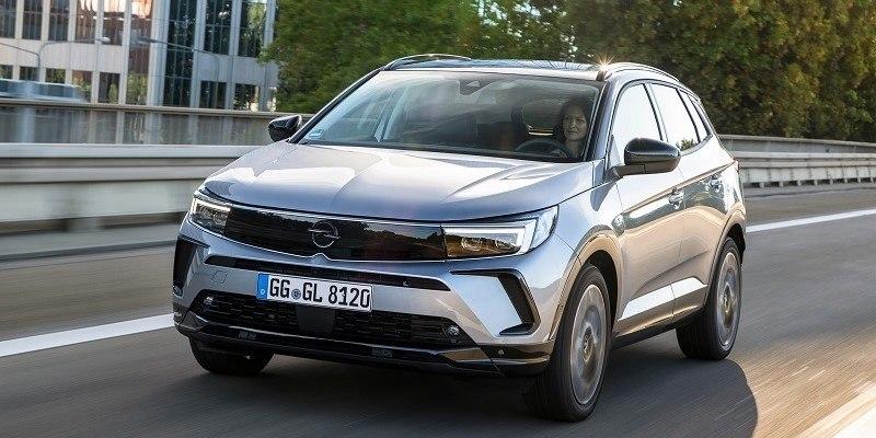 új Opel Grandland szemből