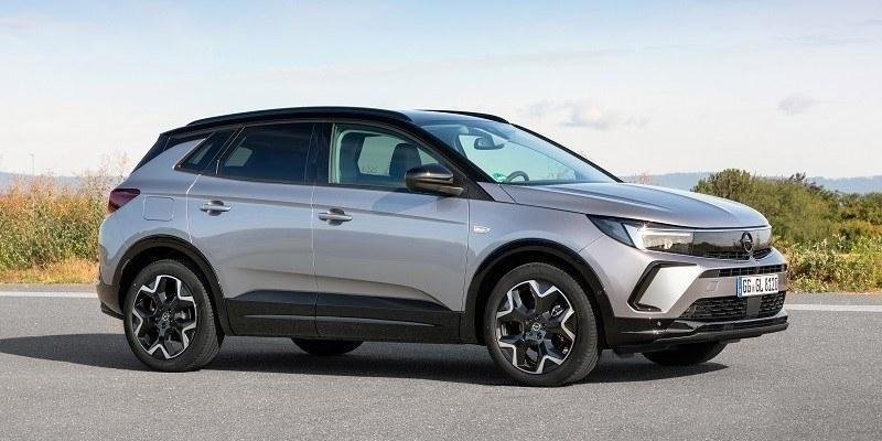 szürke új Opel Grandland oldalról