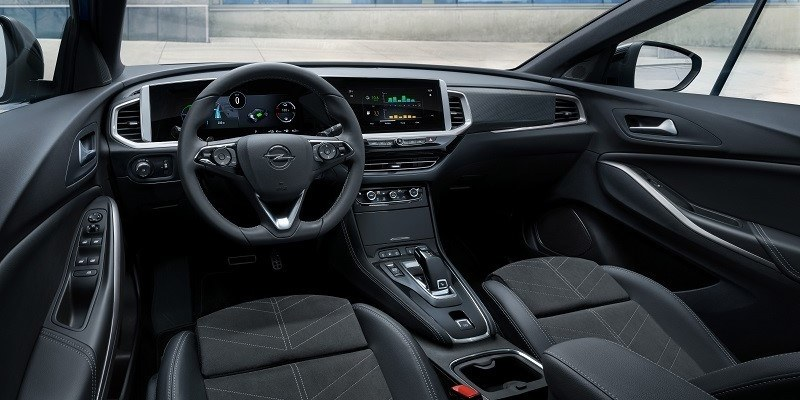 kék Opel Grandland Hybrid belső tér