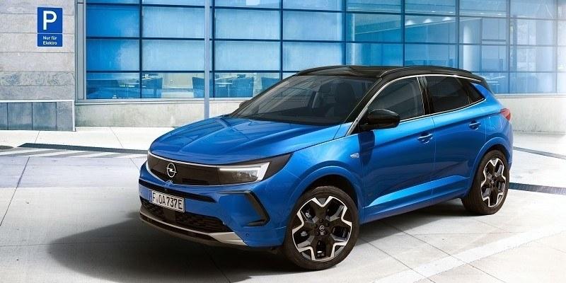kék Opel Grandland Hybrid oldalról