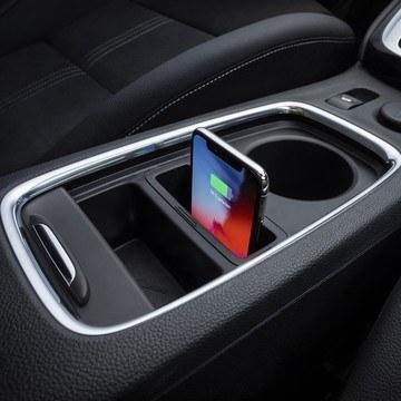 Opel Astra vezeték nélküli telefontöltő