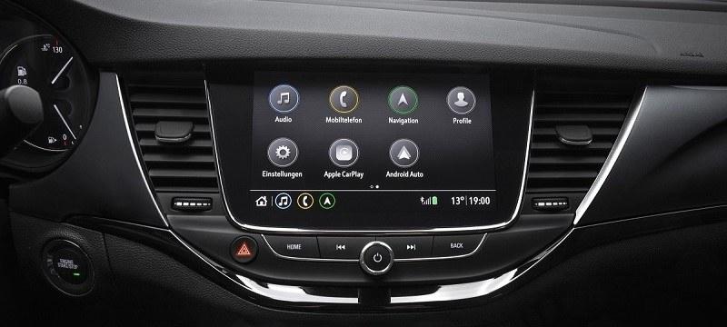 Opel Astra Infotainment rendszer telefonkivetítéssel