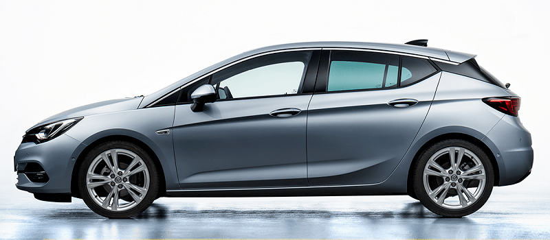 szürke Opel Astra oldalról