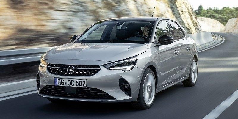 szürke Opel Corsa Elegance oldalról