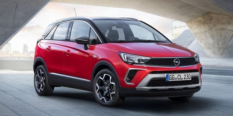 parkoló piros Opel Crossland