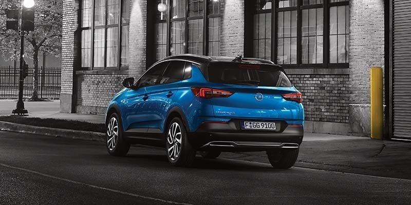 kék Opel Grandland X hátulról