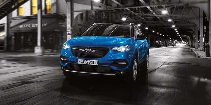 kék Opel Grandland X szemből