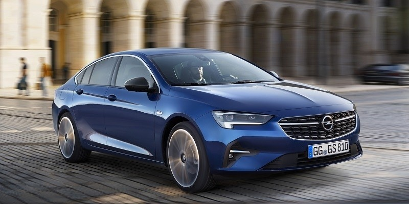 kék Opel Insignia Grand Sport