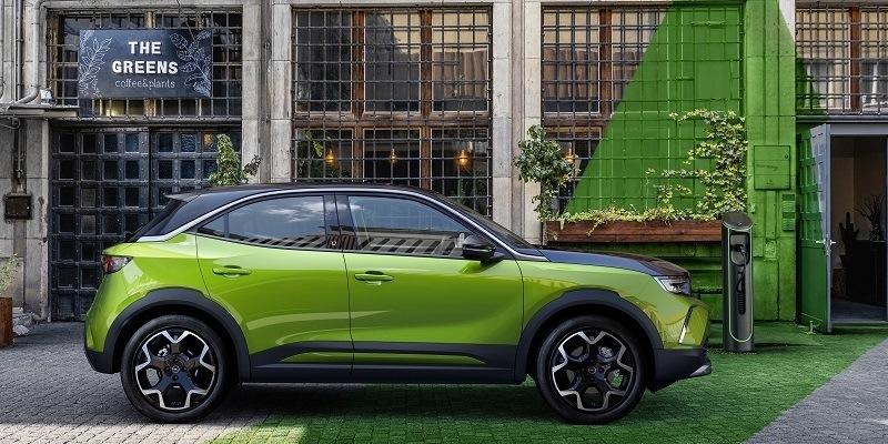elektromos Opel Mokka-e oldalról