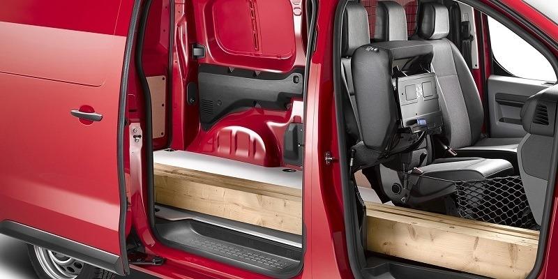 Opel Vivaro Cargo hosszú gerendákkal