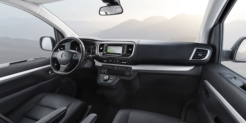 Opel Zafira Life műszerfal és belső tér