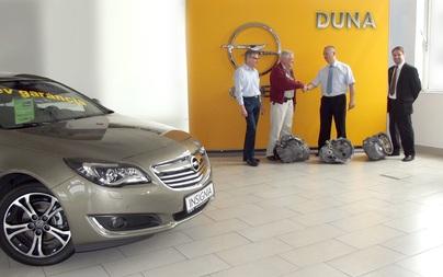 Opel Duna jótékonyság, motoradományozás
